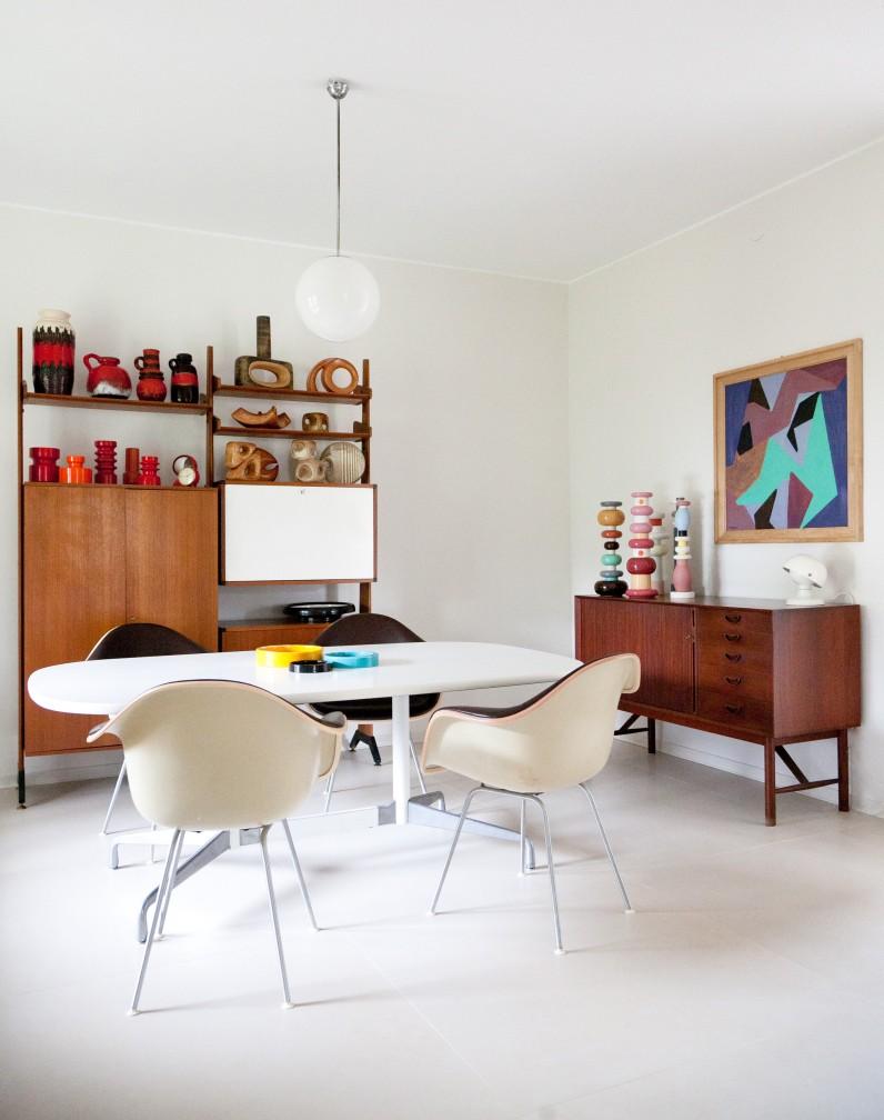 Tra arredi vintage, ceramiche colorate e classici contemporanei